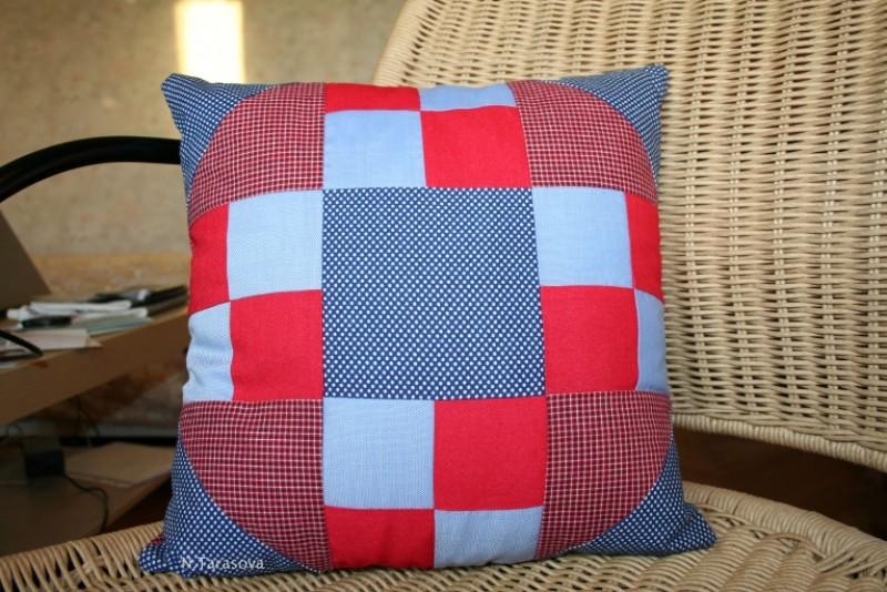 Подушка Красно-синяя