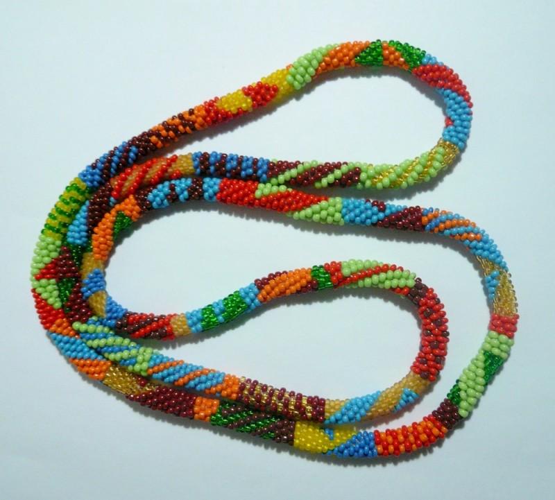 Жгут-змейка из бисера