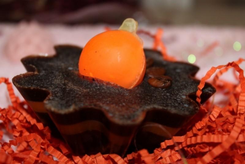 Пироженое с ароматом шоколада и апельсина
