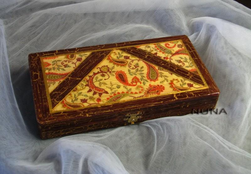 Шкатулка Индийская красавица.Выполнена в технике декупаж