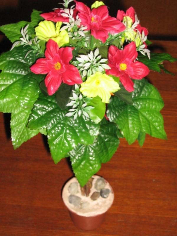Пальма с цветами
