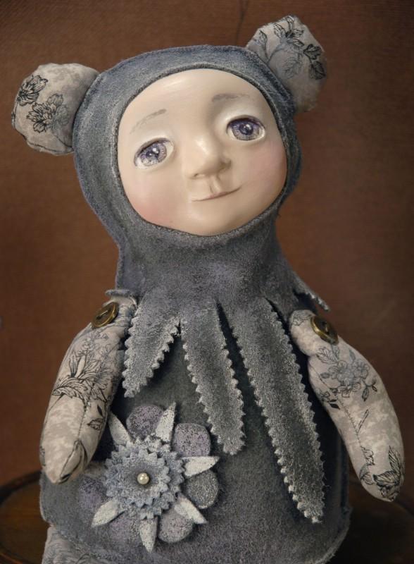 малышка в костюме мишки Тихий цвет