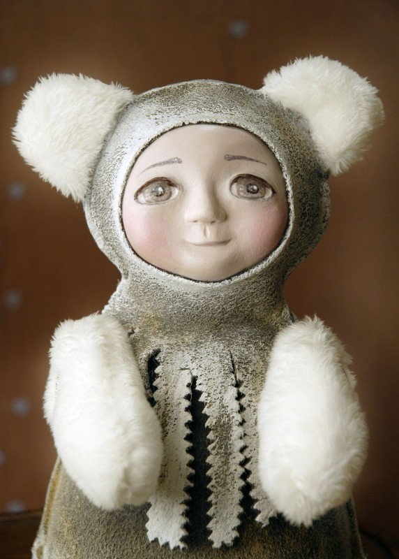 Интерьерная игрушка малышка в костюме мишки Белянка