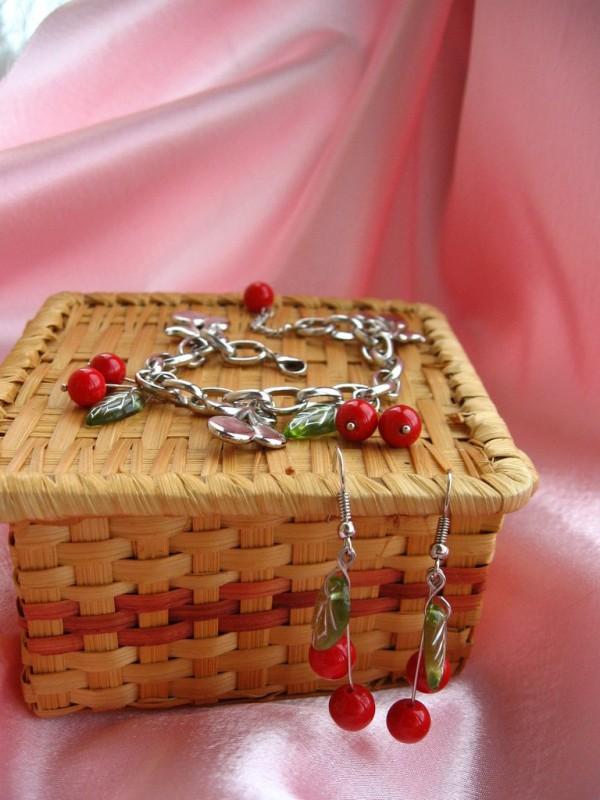 Комплект из браслета и серег Графиня Вишня