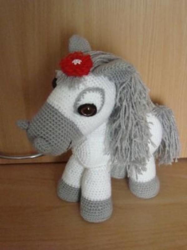 Лошадка Пони, вязаная игрушка высотой 35см