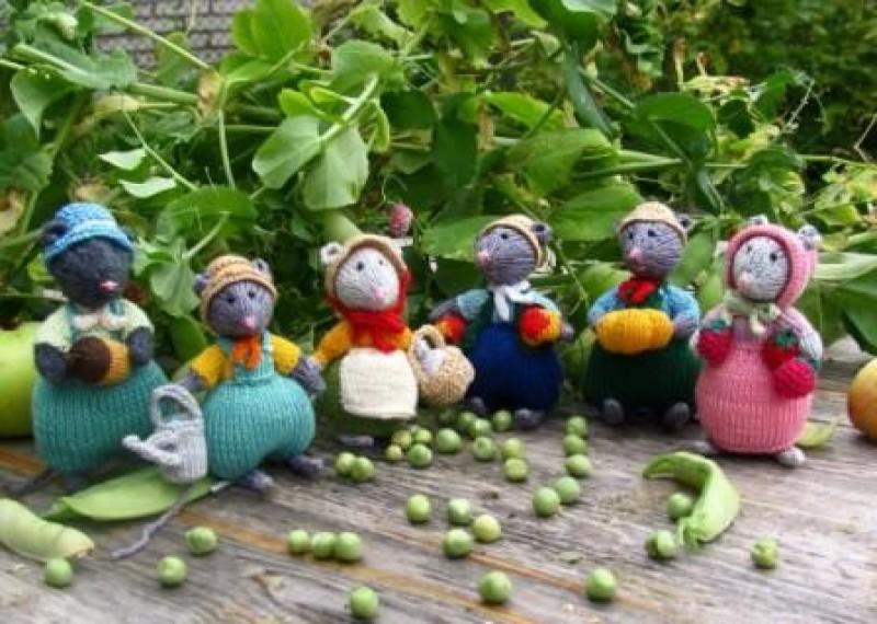 Вязаная игрушка Мышь урожайная