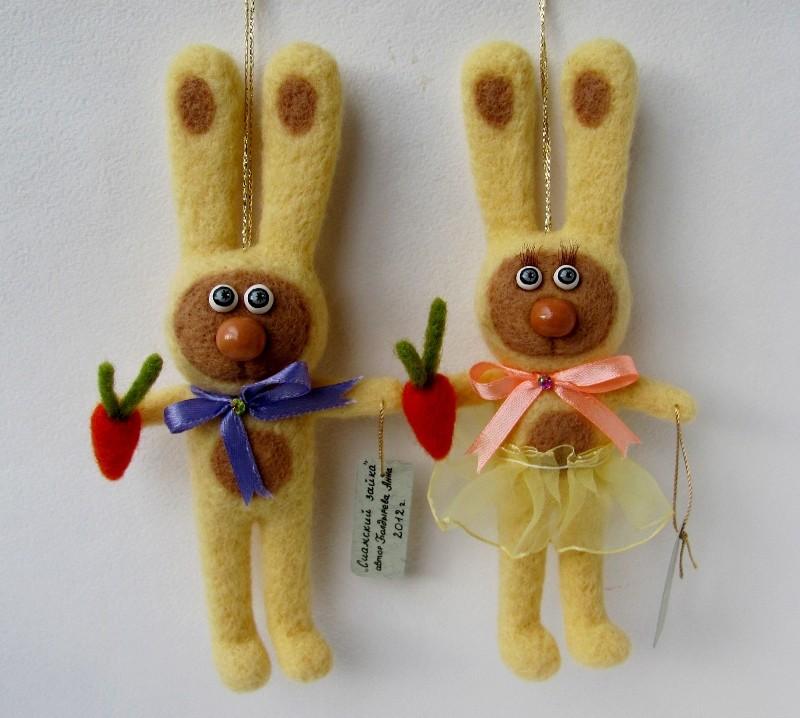 Подвесная игрушка Сиамский зайка