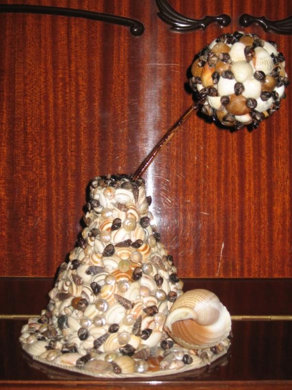 Ваза для сухоцветов из ракушек с шариком