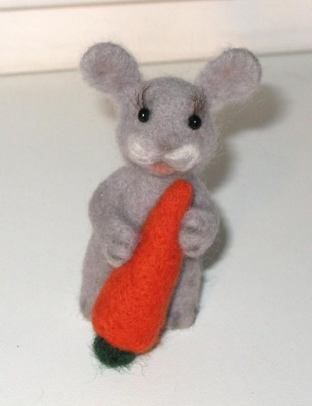 Заяц Лакомка. Валяная авторская игрушка. ПРОДАН!