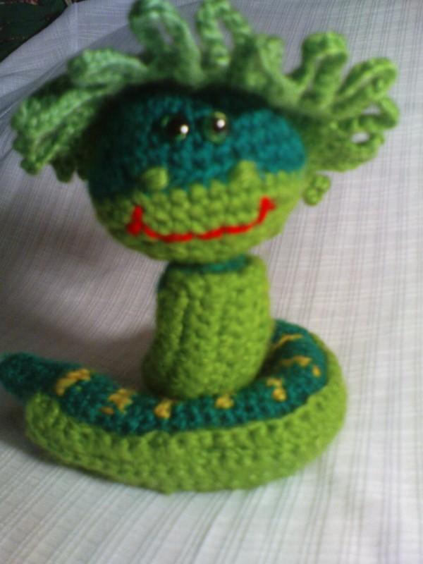 игрушка вязаная змейка