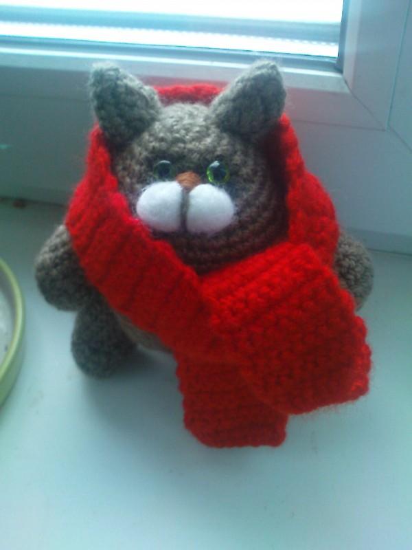 кот-толстяк с шарфом