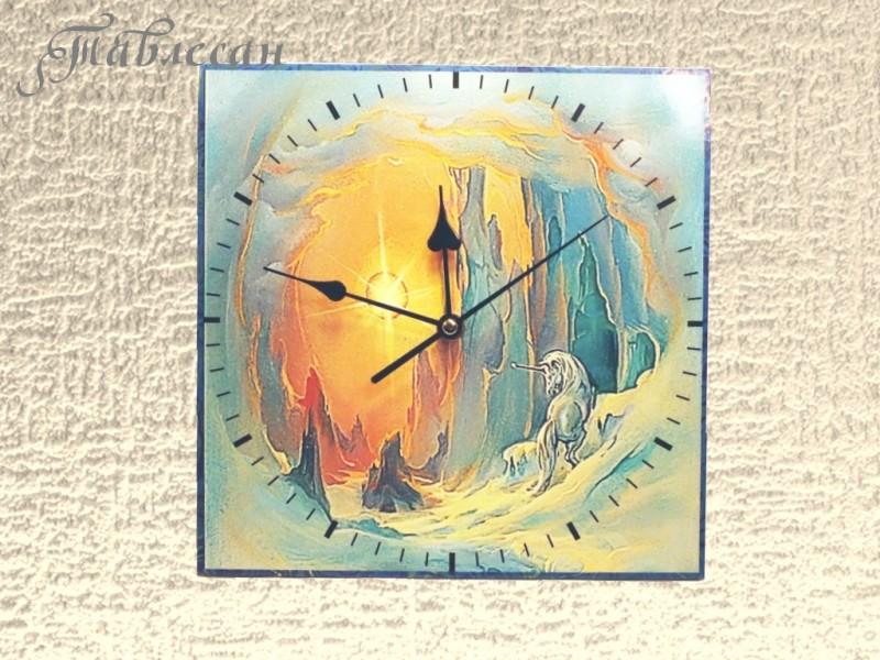Настенные часы Взгляд Единорога