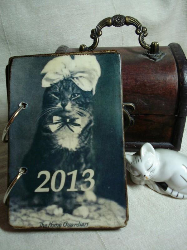 Перекидной настольный календарь в винтажном стиле Коты и дети