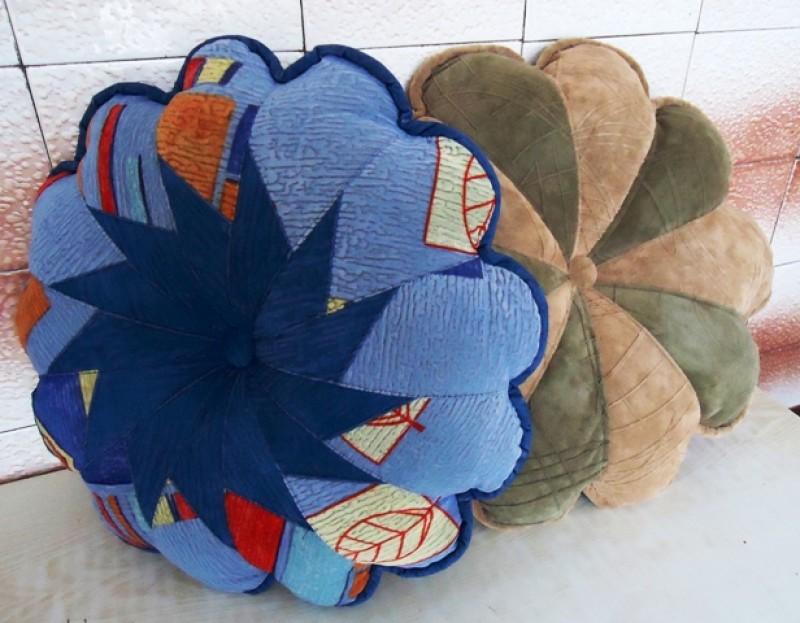 Диванная подушка Цветочек