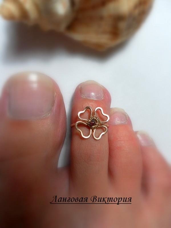 Кольцо на палец нога Клевер.