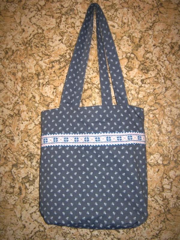 Текстильная сумочка с вышивкой