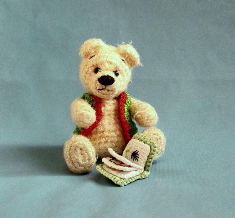 Умный Медвежонок с книжкой.
