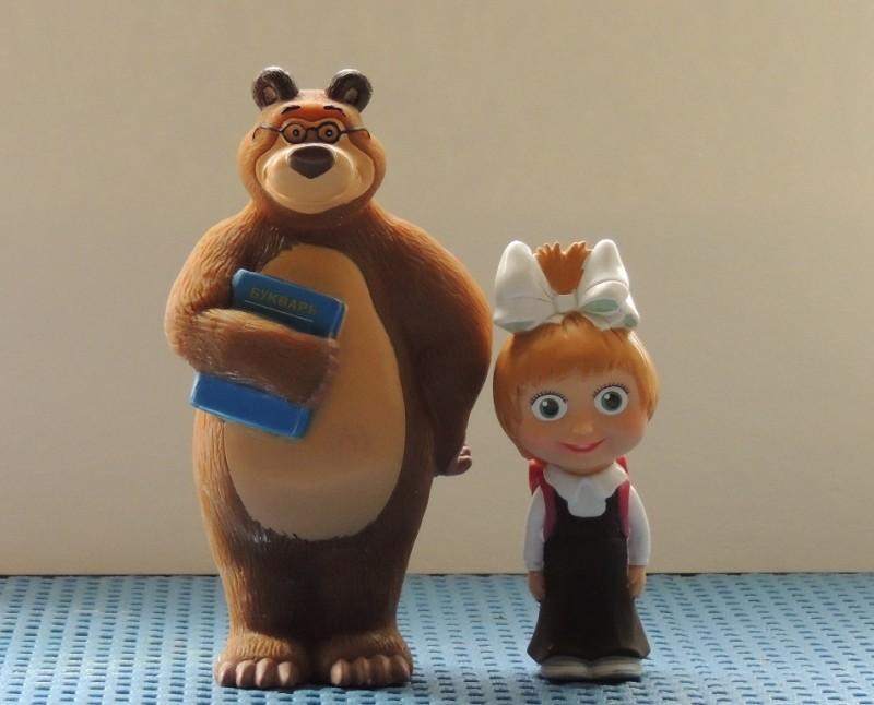 Гипсовая фигурка-раскраска Маша и медведь идут в школу