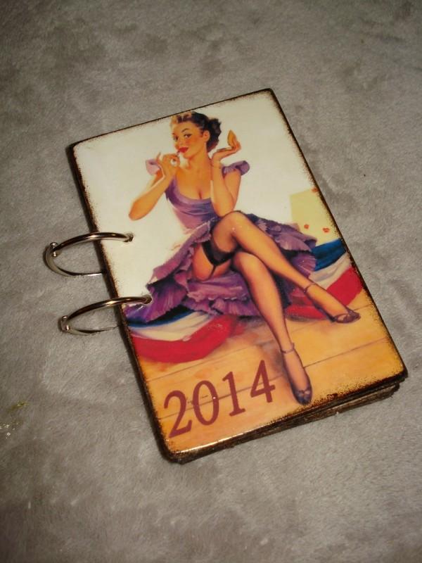Перекидной настольный календарь в винтажном стиле Пин-ап