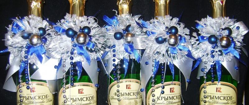Новогоднее украшение на бутылку.