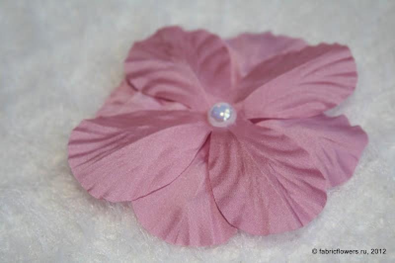 Простой цветок из ткани