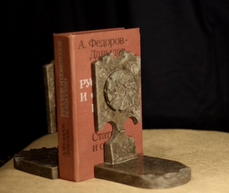 Пара стопоров для книг Прялки