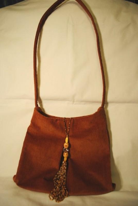 Женская сумочка с кисточкой антистресс