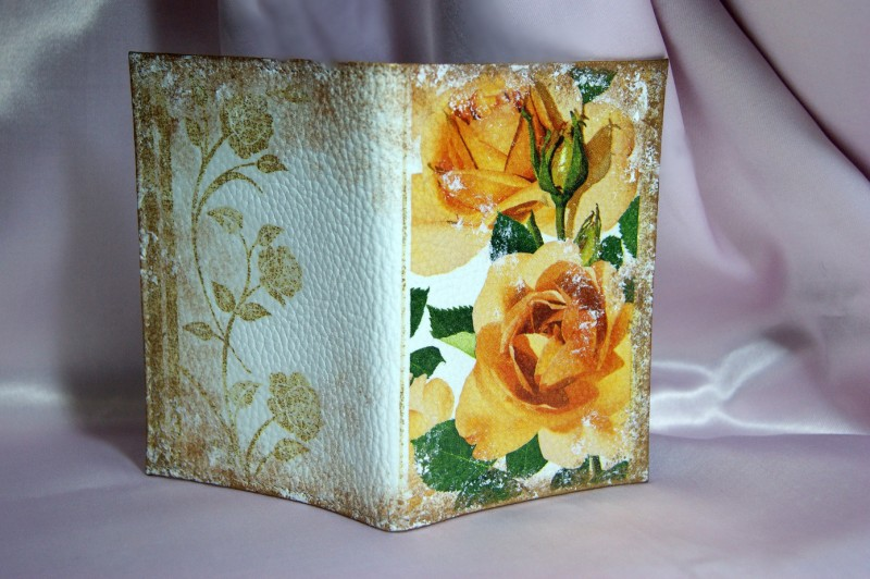 Обложка на паспорт  Чайные розы .