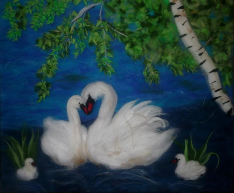 Картина шерстью Лебединая верность