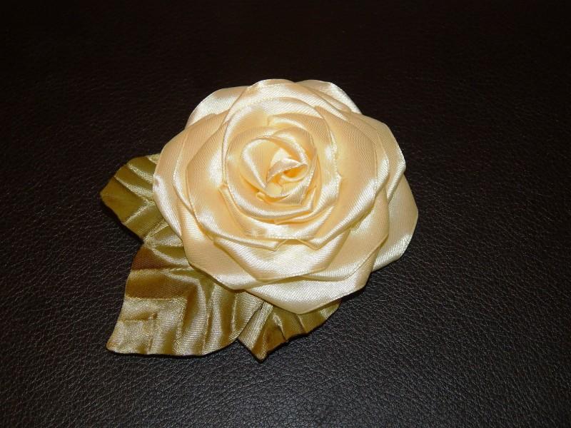 Брошь роза