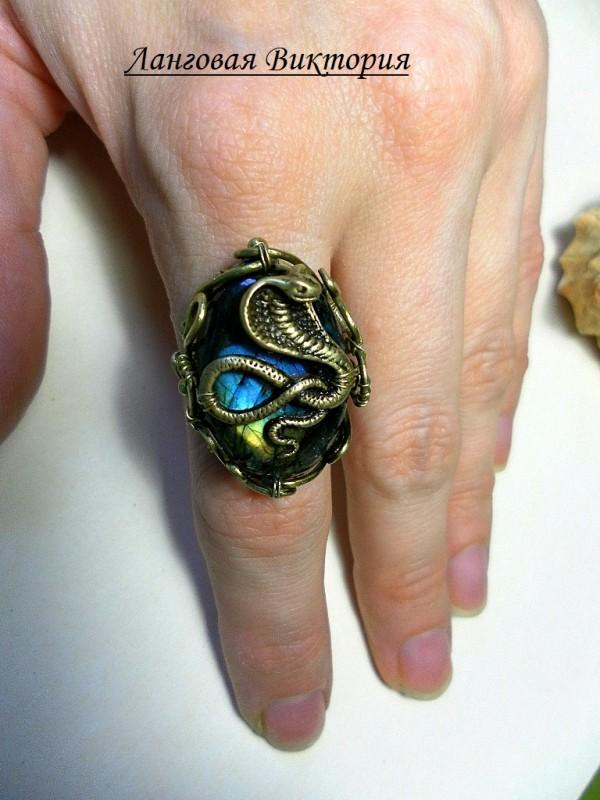 Перстень Кобра-лабродарит.