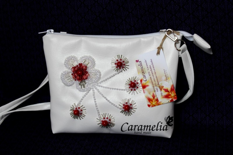 Белоснежная сумочка Цветочная паутинка