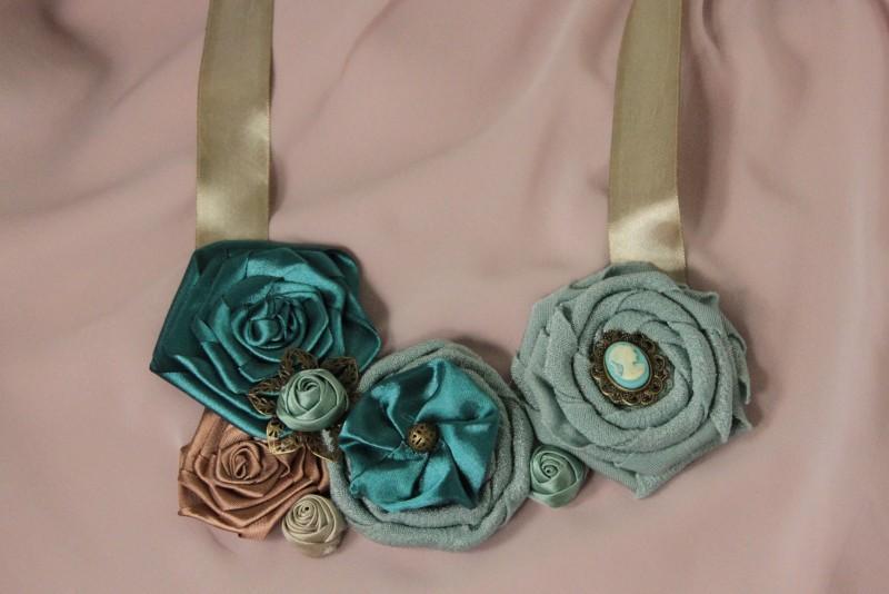 Колье текстильное с камеей и цветами