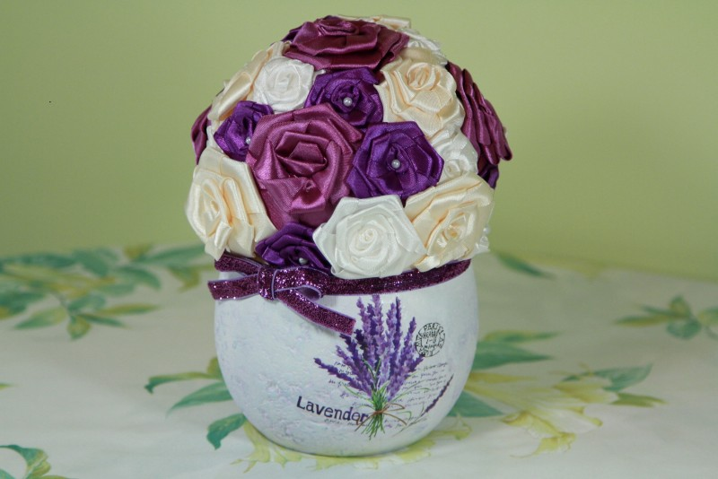 Топиарий цветочный из атласных роз