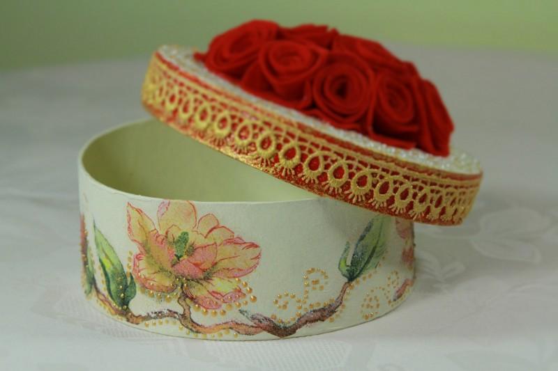 Шкатулка ручной работы с розами для украшений и мелочей