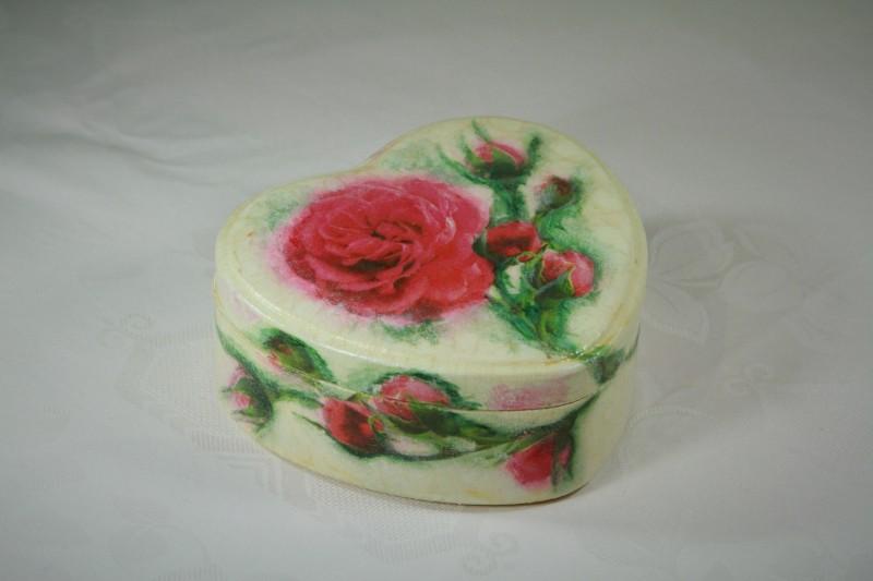 Шкатулка сердце с розами ручной работы декупаж