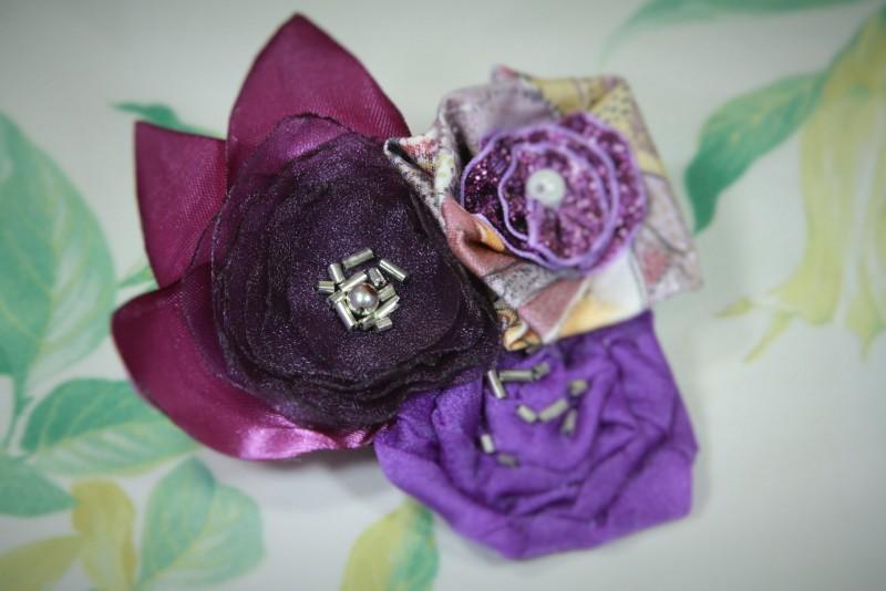 Брошь-цветок текстильная Фиолетовые цветы. Брошь-заколка