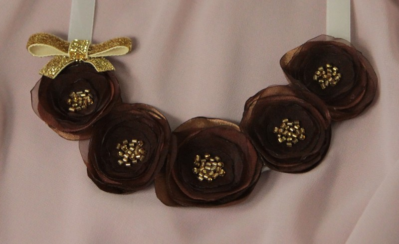 Колье текстильное с цветами Шоколад и Карамель