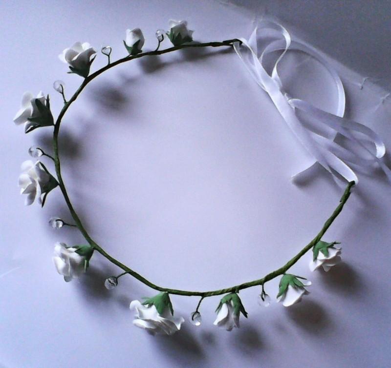 веночек белые розы