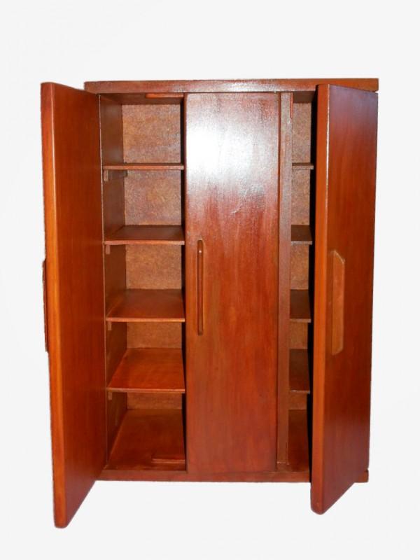 Деревянный шкаф для одежды кукол