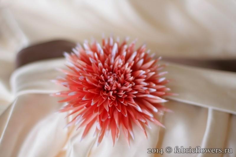 Хризантема. Цветок из ткани