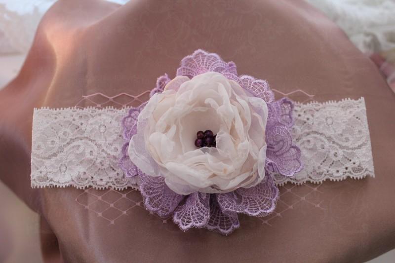 Кружевная эластичная повязка с текстильными цветами «Модница».