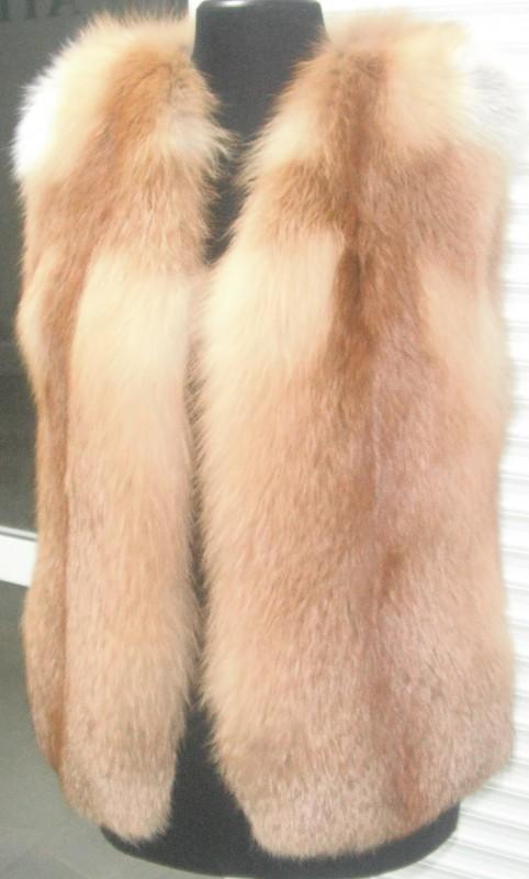 Женская меховая жилетка