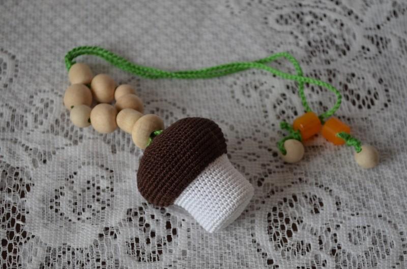 Вязаная погремушка-грызунок Гриб