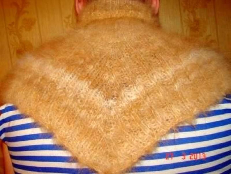 Манишка   вязанная из собачьего пуха.