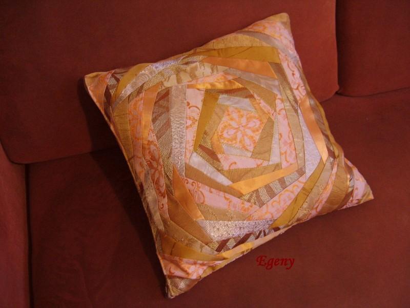 Декоративная подушка Чайная роза в лоскутной технике.