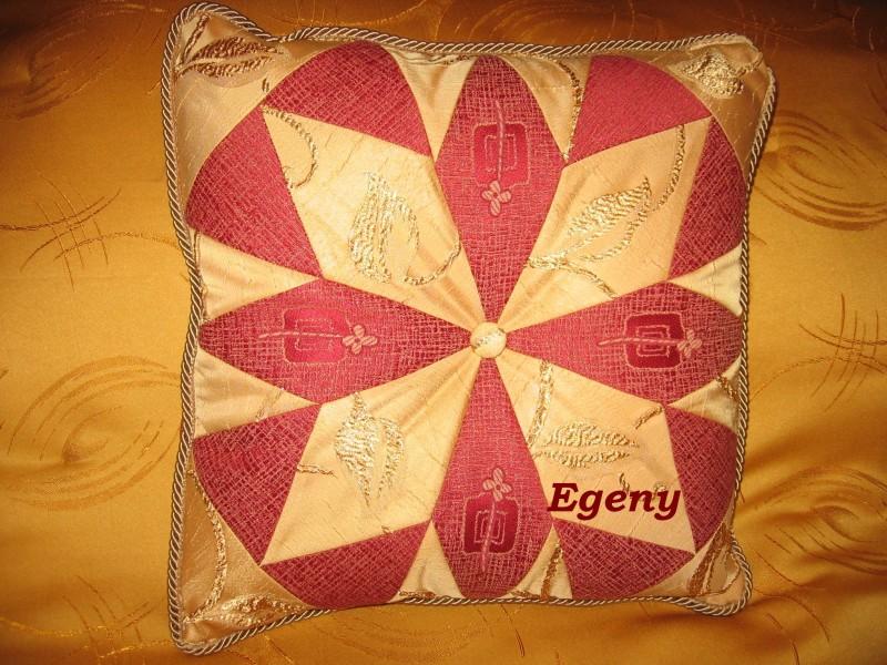 Декоративная подушка в классической лоскутной технике, 40х40 см.