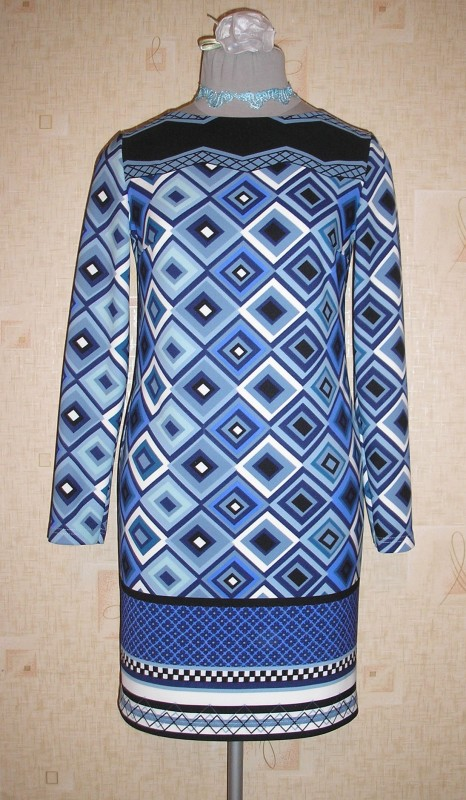 Платье из трикотажа джерси.