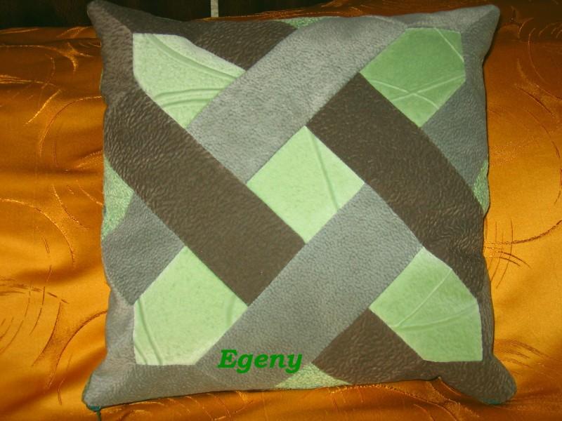 Декоративная подушка в лоскутной технике.