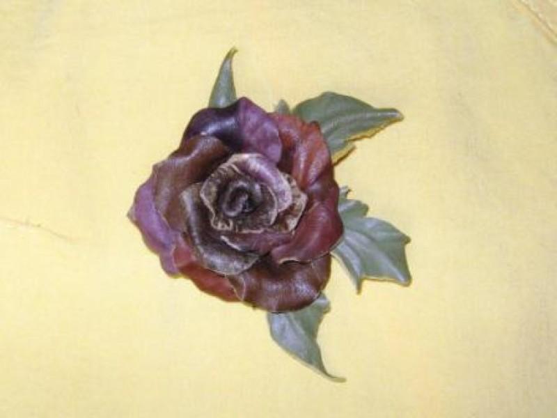 Брошь-роза  из натуральной  кожи Дыхание  осени
